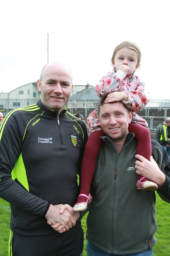 Jerome and Amy Mc Elcar meet with Paul McGonagle of the Donegal management team in Ballybofey.