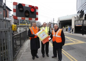 David Franks, Chief Executive of Iarnrod Eireann (left) with Noel Brett, Chief Executive of the Road Safety Authority and Gerald Beesley, Railway Safety Commissioner (right), pictured at the launch of the new RSA/Iarnrod Eireann/Railway Safety Commission public awareness campaign to educate road users on safety at railway crossings. Pic. Robbie Reynolds
