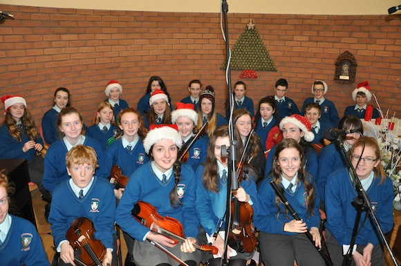 Members of the Colaiste Ailiagh Choir take part in the service.