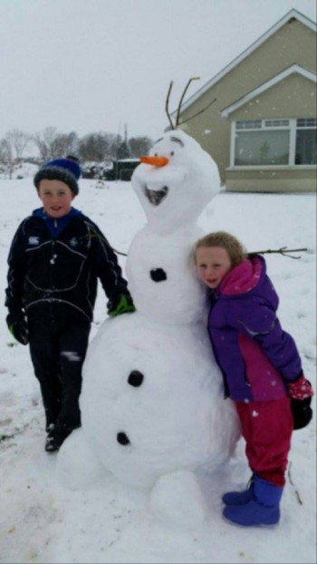 Laura Ní Ghallachóir sent us in this snap of her little nephew and niece Caolan and Abbie with their snowman.