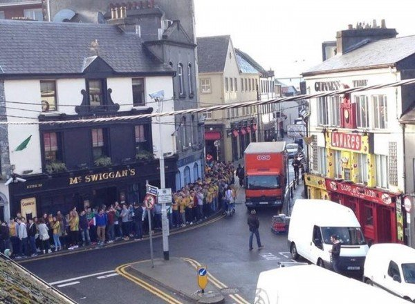 The massive queue of people currently outside The Hole in the Wall bar in Galway for 'Donegal Tuesday.'