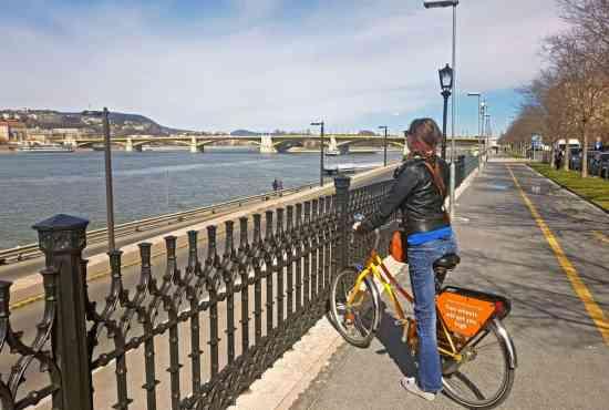 The coolest bridges of Budapest bridges in one bike tour