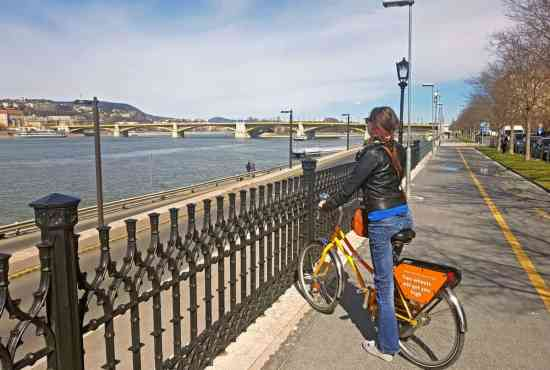 The coolest bridges of Budapest bridges in one bike tour