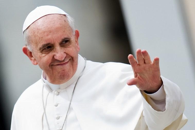 Papa Francesco sta bene e ironizza sulla sua salute. Oggi tratta il tema della violenza sulle donne