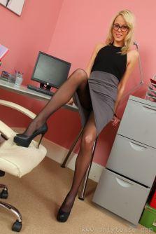 La segretaria sexy in collant neri