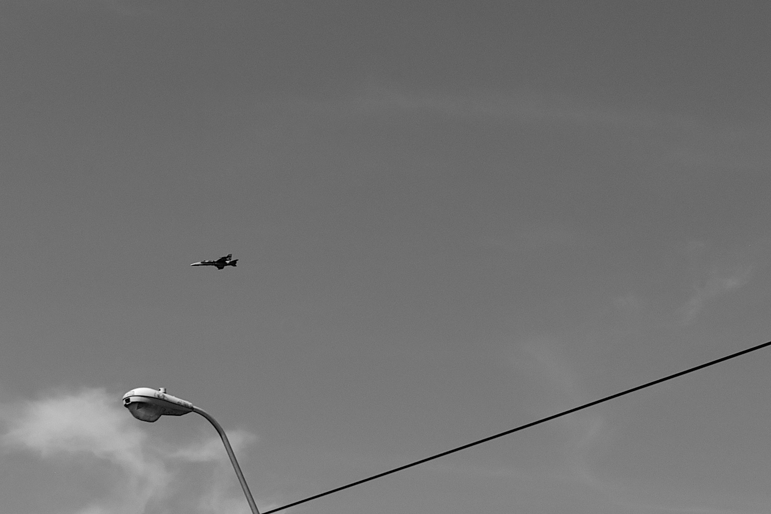 fly in the sky (birds and a wire)