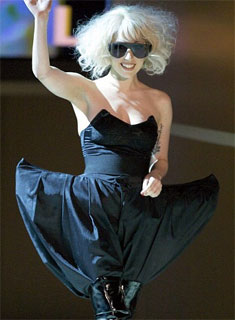 Roupa preta da Lady Gaga