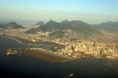 800px-Aerial_view_of_Santos_Dumont_Airport.jpg