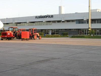800px-HercilioLuz_Airport_Florianopolis.jpg