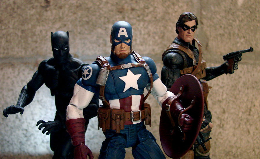 Exclusive Avengers Figures Bring the Battle to Marvel Shop and Disney Stores!