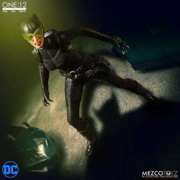 Mezco Catwoman 02