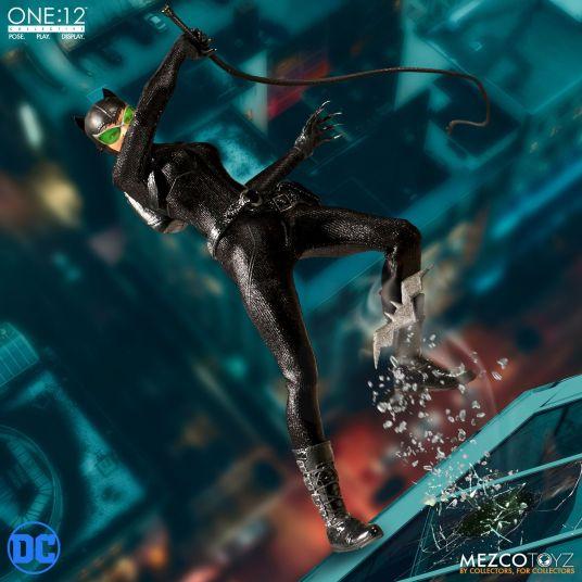 Mezco Catwoman 05