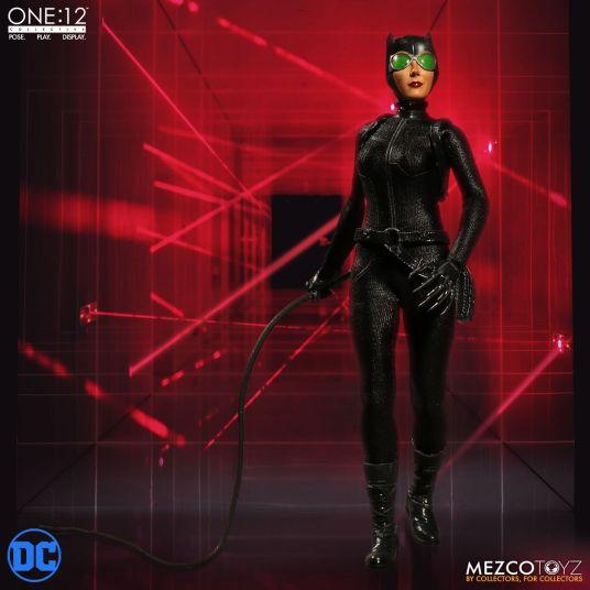 Mezco Catwoman 06