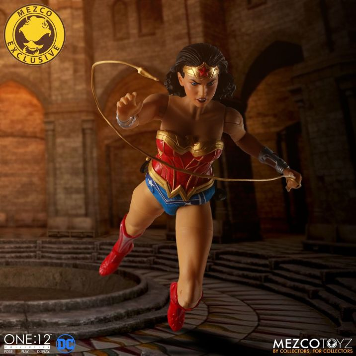 Mezco Wonder Woman Classic 02