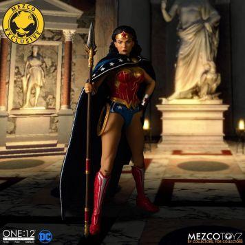 Mezco Wonder Woman Classic 04