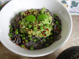 10min creamy pesto + high protein black bean noodles Dinner Lunch Uncategorized vegan