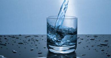 Adjanak az éttermekben díjtalanul ivóvizet!