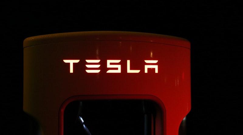 Évmilliókon át az űrben maradhat a Tesla Roadster