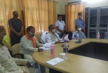 मुख्यमंत्री ने श्रीनगर मेडिकल कालेज और पौङी जिले में कोविड-19 से बचाव कार्यों की जानकारी ली