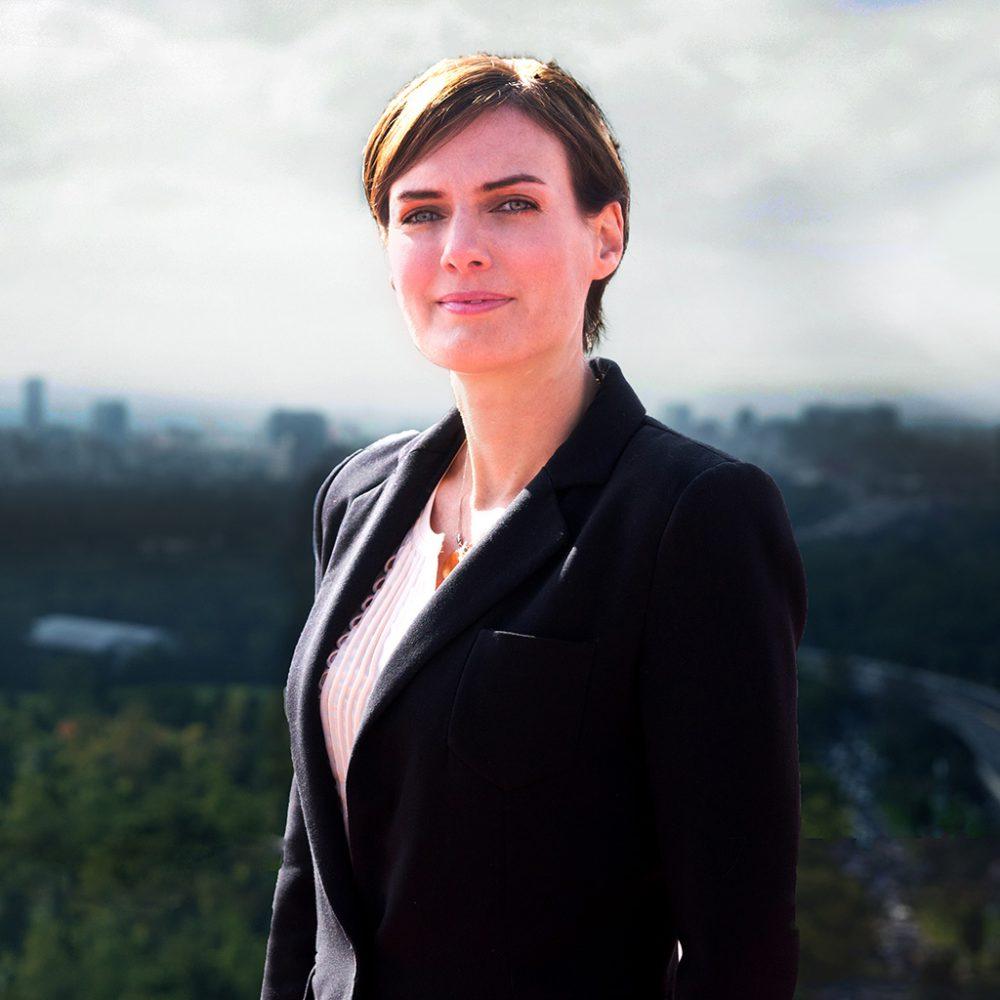 Retrato de Lea Maud Fischer abogada miembro de Doporto Abogados - Derecho