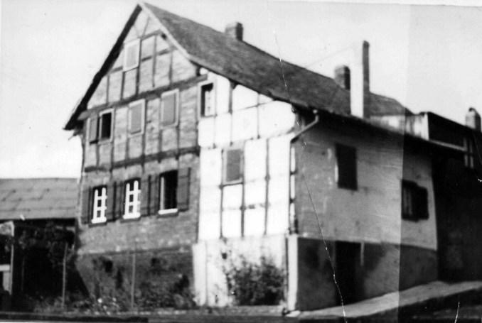 Hof der Familie Meschenich - zur Verfügung gestellt von Josef Zündorf