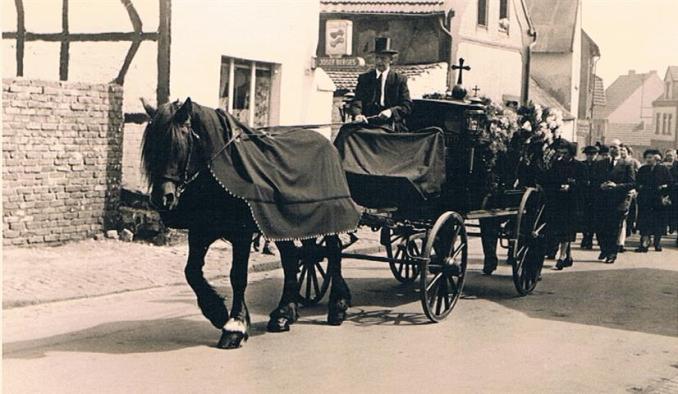 Trauerzug im Jahr 1955 (Foto von Katharina Drexelius)