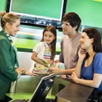 Familie am Europcar Counter