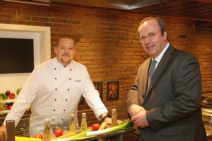 Marcus Dorff kocht frisch, mit Zutaten aus der Region.
