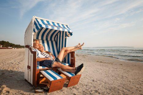Genießen Sie Ihren Urlaub an der Küste in einem gemütlichen Strandkorb