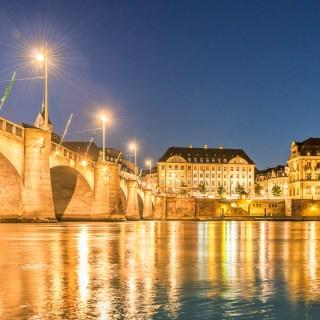 Stadt Basel bei Nacht