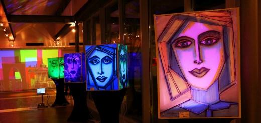 Kunstwerke während des Lichtspektakels in Potsdam