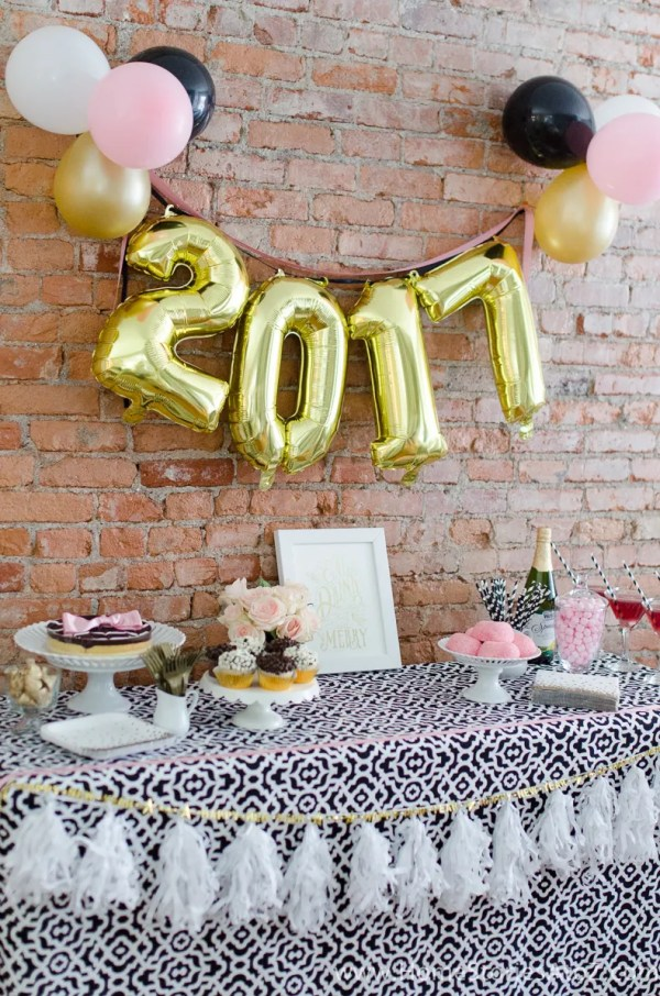 Glam Party Decor for a New Year's Eve!