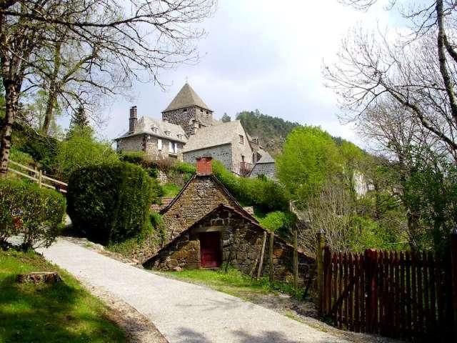 tournemire-beaux-villages-auvergne-kerk