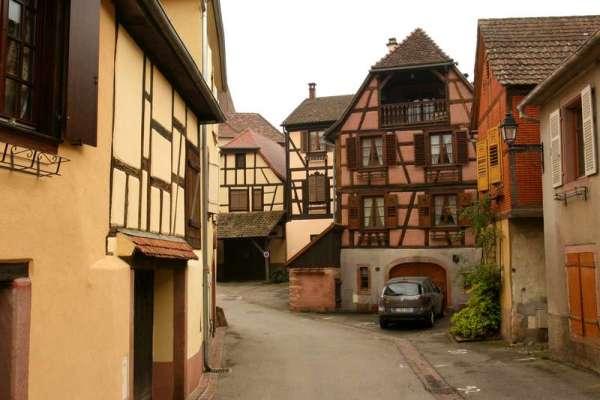 humawihr-elzas-frankrijk-kerk-straatje