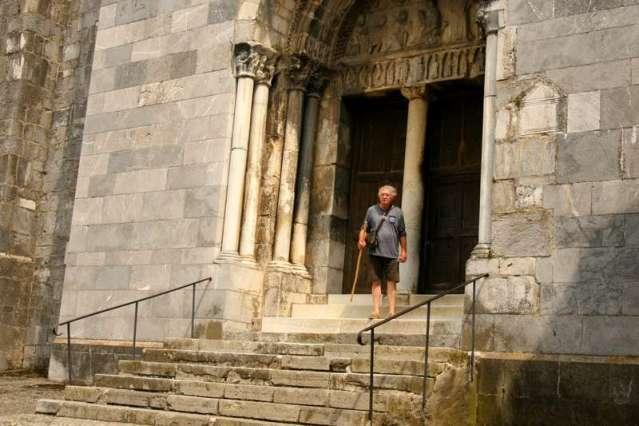 kerk-pelgrim-saint-bertand-de-comminges-dorp-frankrijk-plus-beaux-villages