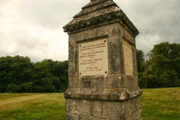 Monument voor Caesar op Mont Beuvray in Bourgondië Frankrijk