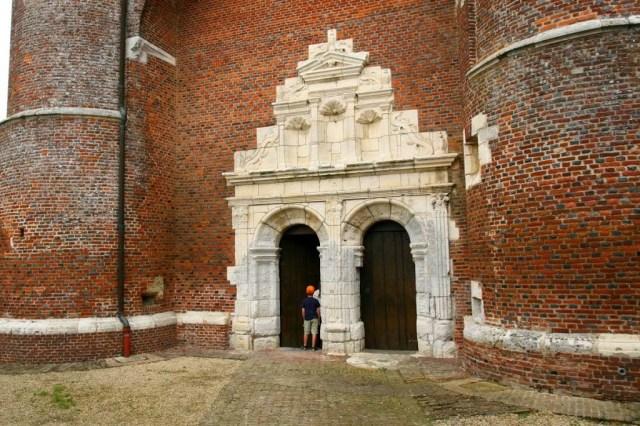Portaal van de kerk in Parfondeval, Frankrijk