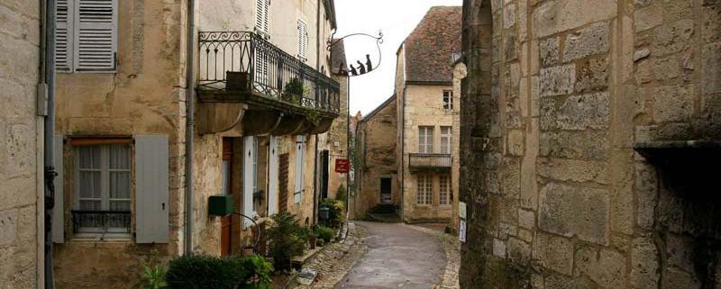 Straatje in het dorp Flavigny sur Ozerain in Bourgondië
