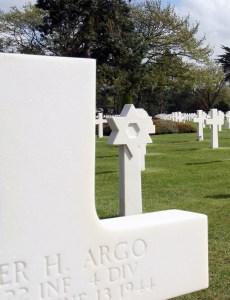 Graf op de Amerikaanse militaire erebegraafplaats bij Omaha Beach in Normandië Frankrijk.