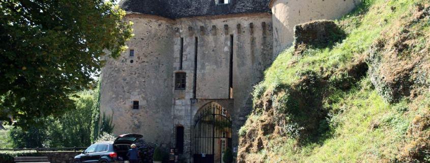 De poort van het kasteel in Gargilesse-Dampierre een dorpje in de Limosuin Frankrijk