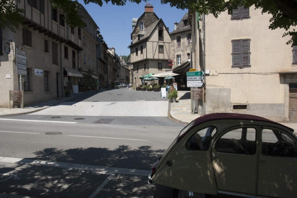 Straatje in Estaing in de Aveyron, Frankrijk