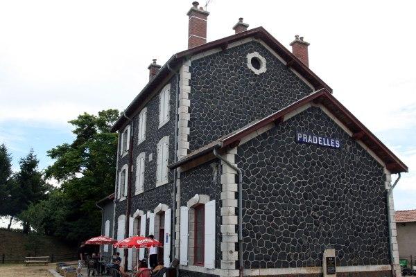 Pradelles station velorail frankrijk auvergne dorp