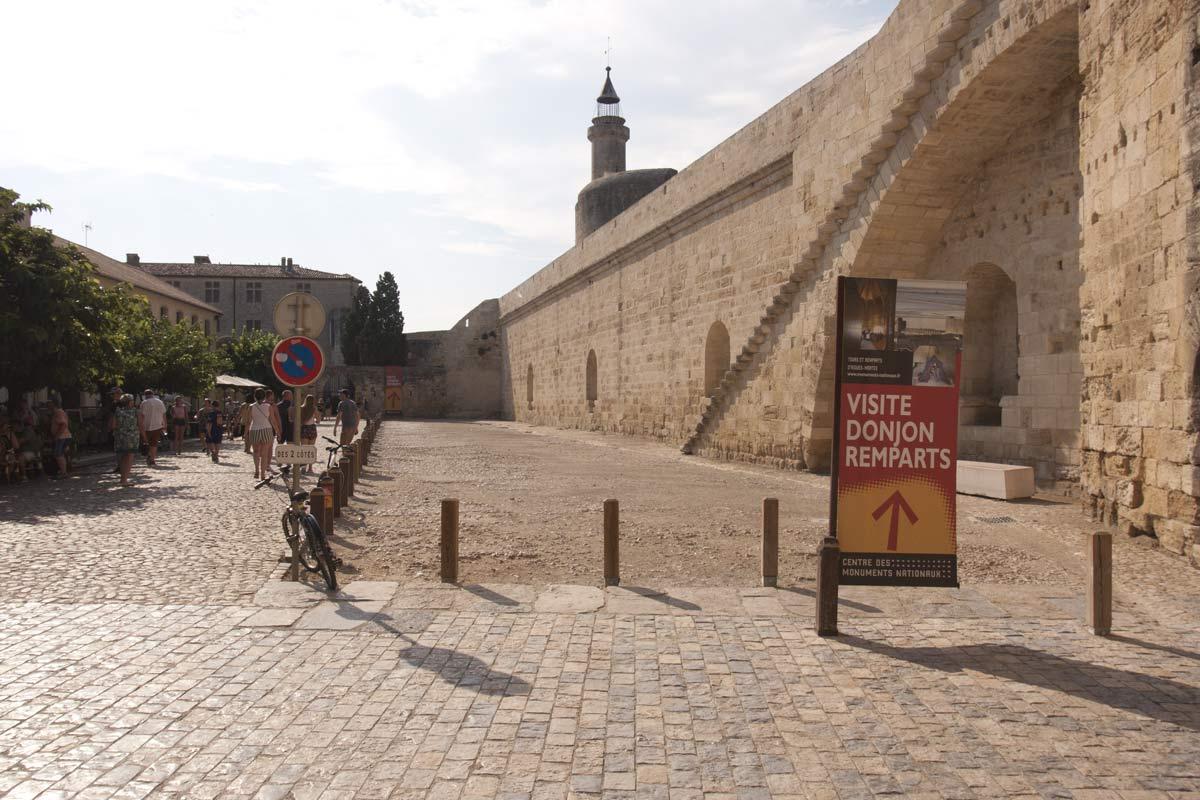 De muren van Aigues-Mortes gezien vanaf de binnenkant
