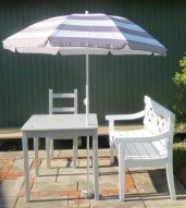Havemøbler færdige. Bemærk parasolfod.