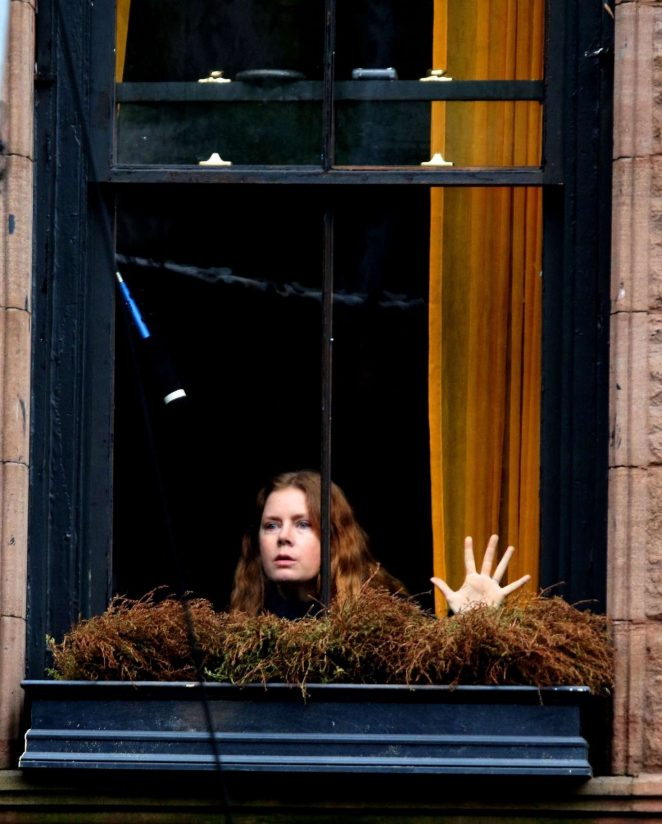 Amy-Adams_-Filming-Woman-in-the-Window--09-662x824