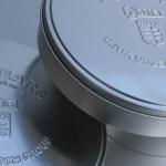 Prägungen auf Blechdosen