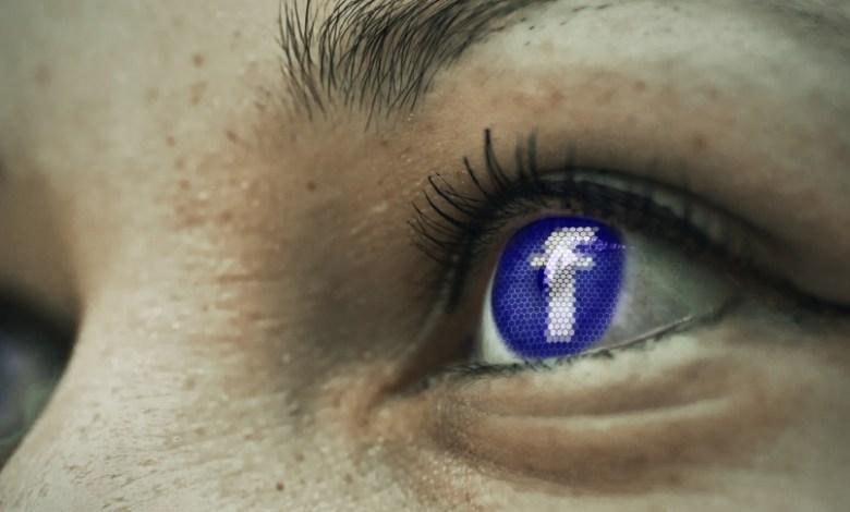 Facebook odsev v očesu