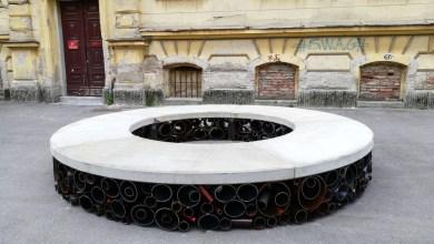 Photo of Zgodbam o klopeh in ljudeh se je pridružila nova klop – SPOMIN