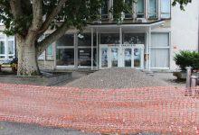 Photo of Tehniške fakultete kmalu z obnovljenimi tlemi pred vhodom