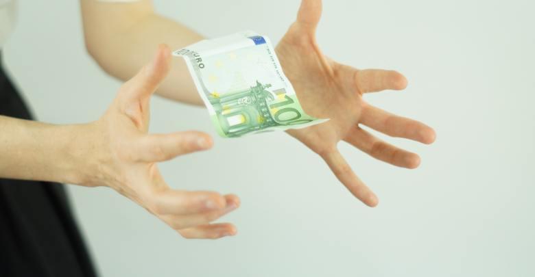 denar, pogovor, proračun, razmerje, partner, stres, denarja, poraba denarja, kako privarčevati, skupni denar